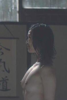 Голая Лин Дэн Пэм в фильме «Большой злой волк», 2011
