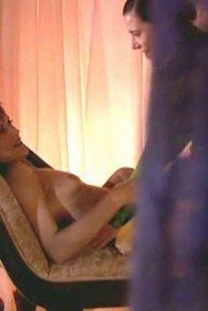 Линда Бойд засветила голую грудь в сериале «Блаженство», 2002