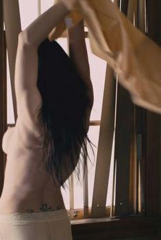 Линн Коллинс засветила грудь в фильме «Герб ангелов», 2011