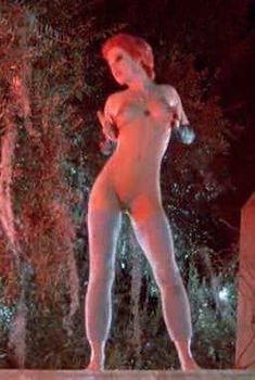 Голая Линни Куигли в фильме «Возвращение живых мертвецов», 1984