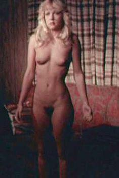 Голая Линни Куигли в фильме «Не приближайся к парку», 1979