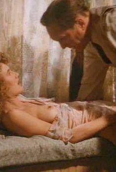Лора Дерн показала голую грудь в фильме «Беспутная Роза», 1991