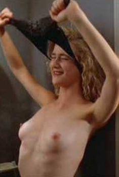 Голая Лора Дерн в фильме «Дикие сердцем», 1990