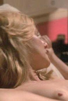Голая Лора Линни в сериале «Городские истории», 2001