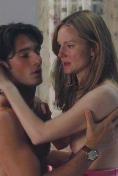 Голая Лора Линни в фильме «Реальная любовь», 2003