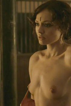 Голая Лора Хэддок в сериале «Демоны Да Винчи», 2013