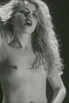 Голая Лоредана Канната в фильме «Пожирательница мужчин», 1999
