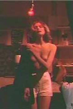 Голая грудь Лорен Хаттон в фильме «Добро пожаловать в Лос-Анджелес», 1976