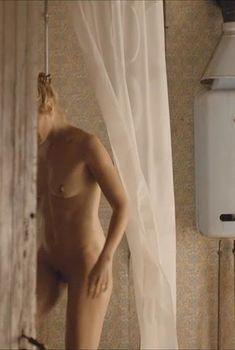 Полностью голая Лоэс Хаверкорт в фильме «Опасная встреча», 2015
