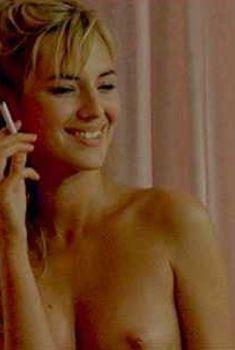 Голая Луиз Бургуан в фильме «Девушка из Монако», 2008