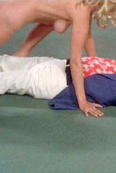 Голая Луиза Мориц в фильме «Счастливая проститутка едет в Вашингтон», 1977