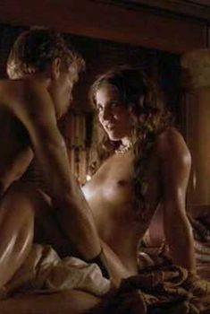 Голая Лусия Хименес в сериале «Бен Гур», 2010