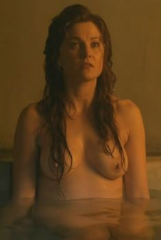 Люси Лоулесс снялась голой в сериале «Спартак: Месть», 2012