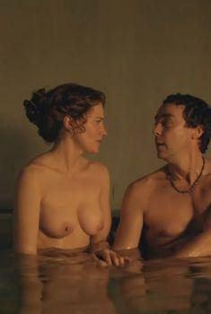 Голая Люси Лоулесс в сериале «Спартак. Боги арены», 2011