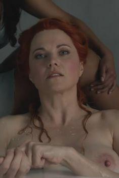 Голая Люси Лоулесс в сериале «Спартак. Кровь и песок», 2010