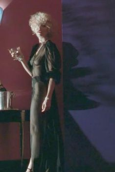 Мадонна засветила грудь в фильме «Дик Трэйси», 1990