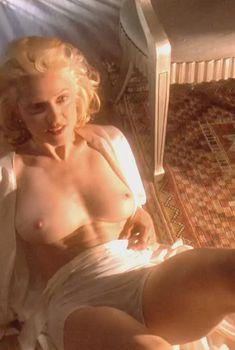 Голая Мадонна в фильме «Тело как улика», 1992