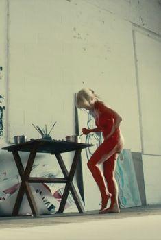 Голая МайАнна Бёринг в сериале «Белая жара», 2012
