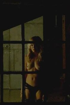 Голая Малин Акерман в фильме «Хуже, чем ложь», 2016