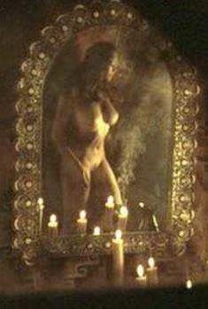 Голая Мануэла Аркури в фильме «Безумие любви», 2001