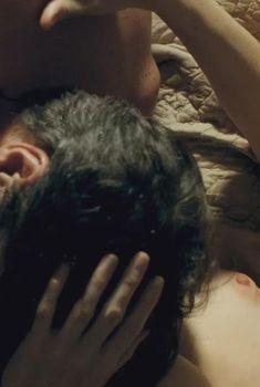 Красивая голая грудь Мари-Жозе Кроз в фильме «Я её любил. Я его любила.»