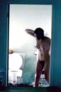 Полностью голая Мари-Жозе Кроз в фильме «Водоворот», 2000
