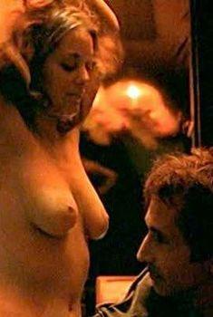 Голая Марион Котийяр в фильме «Частное расследование», 2002