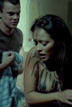 Голая Мариса Рамирес в фильме «Город смерти», 2005