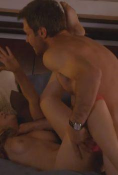 Голая Марисса Скелл в сериале «Декстер», 2006