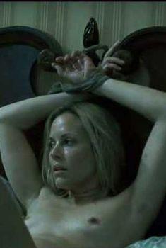 Голая Мария Белло в фильме «Скачивая Нэнси», 2008