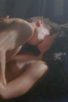 Голая Мария Кончита Алонсо в фильме «Цвета», 1988