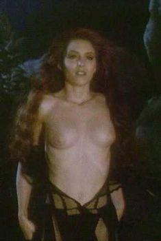 Голая Мария Форд в фильме «Возвращение Сатаны», 1990