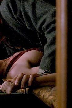 Голая Мария де Медейруш в фильме «Генри и Джун», 1990