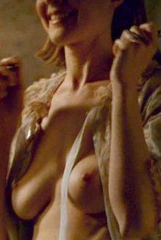 Голая Марсия Кросс в фильме «Женская извращенность», 1996