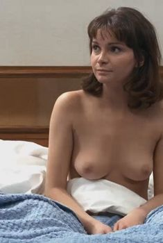 Красивая голая грудь Медоу Уильямс в фильме «Украденные поцелуи», 1968