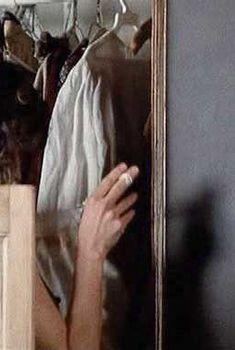 Голый сосок Мег Фостер в фильме «Уик-энд Остермана», 1983
