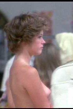 Голая грудь Мелани Гриффит в фильме «Улыбка», 1975