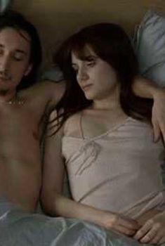 Мелани Лоран засветила сосок в фильме «Киллер», 2007