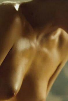 Голая Мелани Тьерри в фильме «Ларго Винч. Начало», 2008