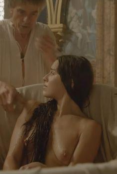 Голая Мелиа Крейлинг в сериале «Борджиа», 2011