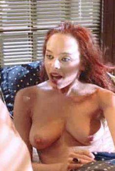 Голая Мелинда Кларк в фильме «Возвращение живых мертвецов 3», 1993
