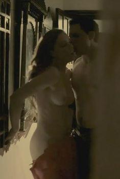 Голая Мелисса Джордж в сериале «Под прицелом», 2012