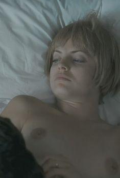 Голая Мена Сувари в фильме «Эдемский сад», 2008