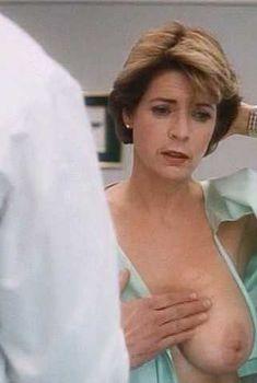 Голая грудь Мередит Бакстер в сериале My Breast, 1994