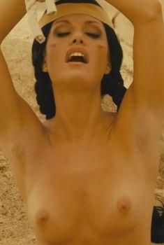 Голая Мередит Жангранд в фильме «Баки Ларсон. Рожденный быть звездой», 2011
