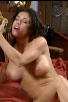 Голая Миа Заттоли в фильме «13 эротических призраков», 2002