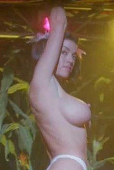 Голая Миа Заттоли в фильме «Канзас на колесах», 2003