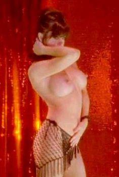 Миа Заттоли засветила грудь в фильме «Убийца с топором», 2003