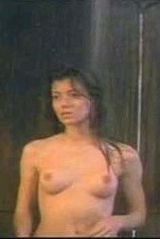 Миа Сара засветила голую грудь в фильме «Подводное течение», 1996