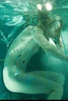 Голая Милла Йовович в фильме «Обитель зла 2. Апокалипсис», 2004